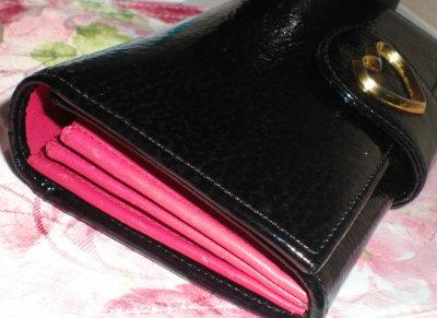 info for bb45e 07b52 フルラの長財布。ビビッドピンクの裏地が差し色でステキ ...