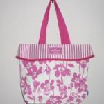 ホールマークの春夏向け花柄トートバッグ。高品質&使いやすさ抜群♪
