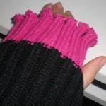 100均ピンクのアームウォーマー。「3首」温めで冷え性にオサラバ