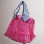 ピンクのサブバッグあふれるクローゼット。バッグ2個持ち派の悩み