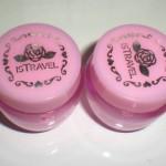 100均のピンクバラ雑貨。どうやって100円に抑えてるのか謎すぎ