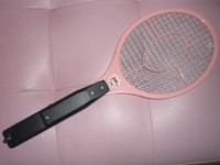 「ナイス蚊っち」という電撃虫取りラケットがけっこうドキドキ★