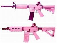 ピンクのエアガンがカワイイ!けど敵にすぐ見つかりそう☆