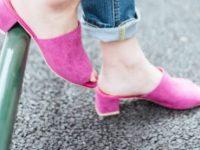 ピンクのミュールって乙女心をくすぐるアイテム!今年流行るらしい