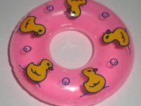 ピンクのミニ浮輪がオマケでついてきたけど何に使うんだろう(笑)