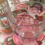 来客用のバラ柄のグラスで飲むと一瞬ベルサイユにトリップ可能